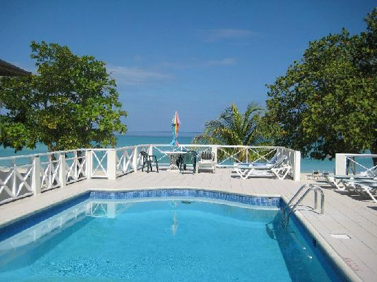 Coco LaPalm Sea Side Resort: One of the pools