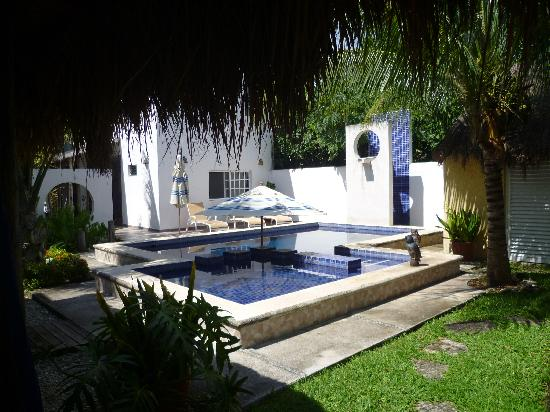 Villa Escondida Cozumel Bed and Breakfast: View of the Pool from the Rooms