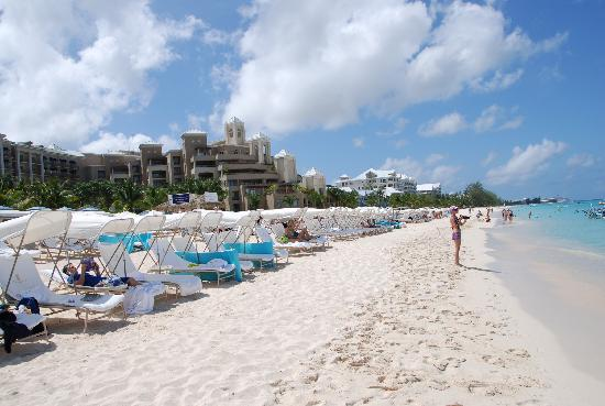 The Ritz-Carlton, Grand Cayman: Free water toys for guests