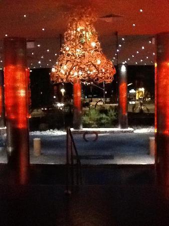 Riviera Palm Springs Resort: towards the lobby