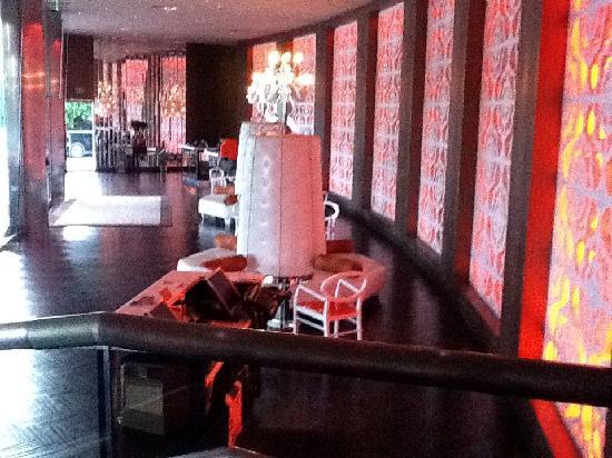Riviera Palm Springs Resort: Front desk area