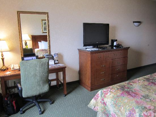 Drury Inn & Suites Indianapolis Northeast: Room 320- King Delux