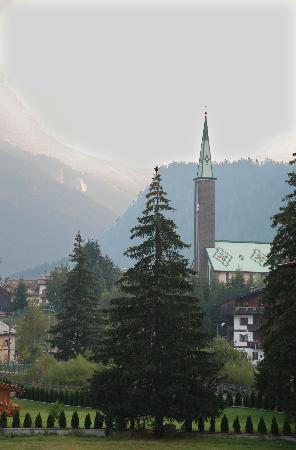Hotel Rene: Chiesa di Pozza vista dalla camera