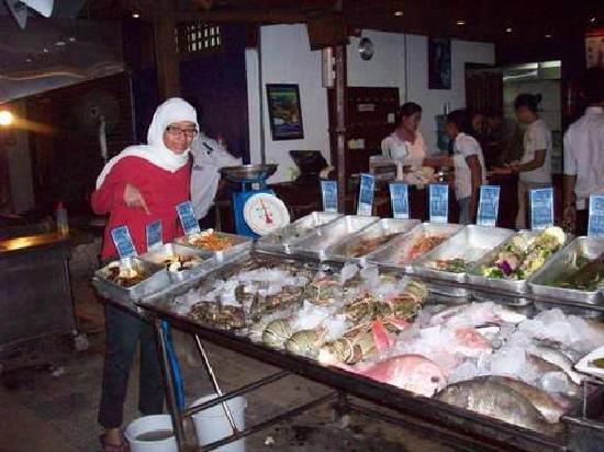 Beach House Restaurant: Fresh seafood daily