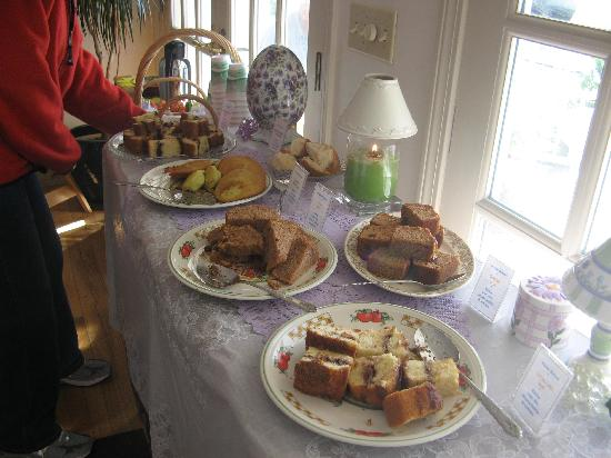 Mount Battie Motel : Assorted baked goods