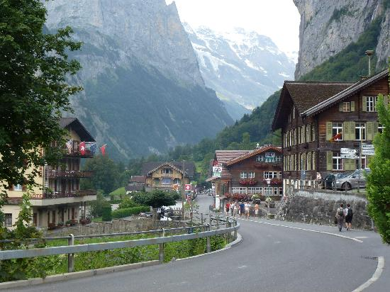 Hotel Oberland: Main drag in Lauterbrunnen. Hotel up a ways on right.