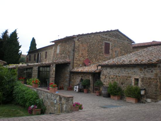 Agriturismo La Crociona: Renovated old buildings - ghost of Tuscany