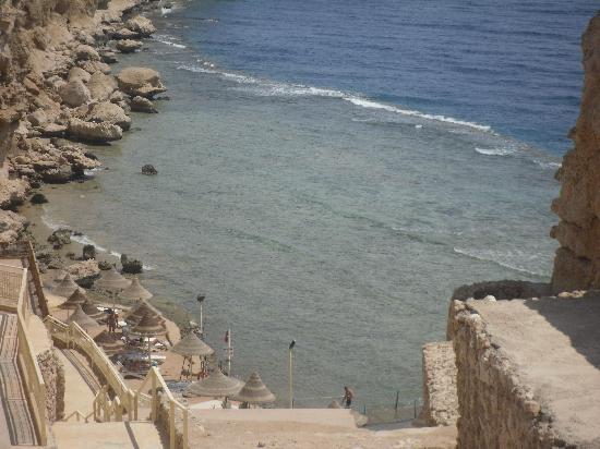Dreams Beach Resort: The cliff/beach
