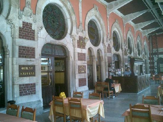 Sirkeci Station: ホームにあるカフェ