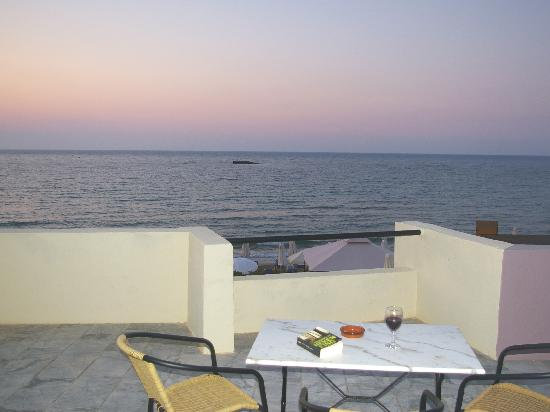 Talgo Hotel - Apartments: Terrace with sea view