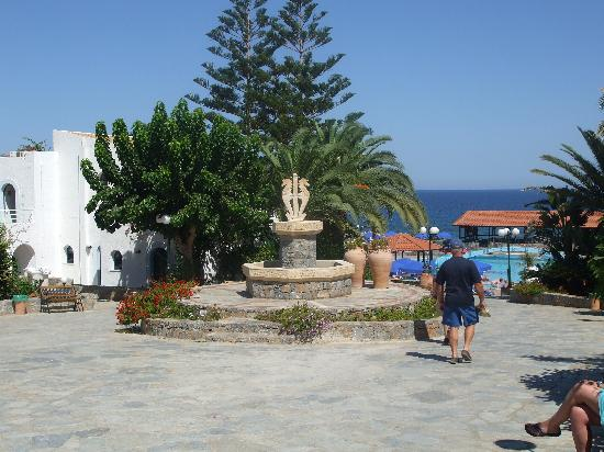 Nana Beach Hotel: Lovely grounds
