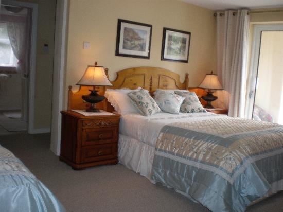 Crystal Springs Bed and Breakfast: Triple/ Twin