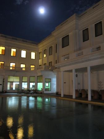 เดอะ ฮาโดทิ พาเลซ บันดิ: La piscine de nuit