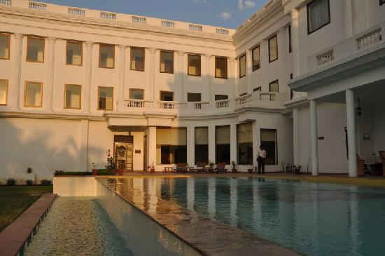 เดอะ ฮาโดทิ พาเลซ บันดิ: La belle piscine
