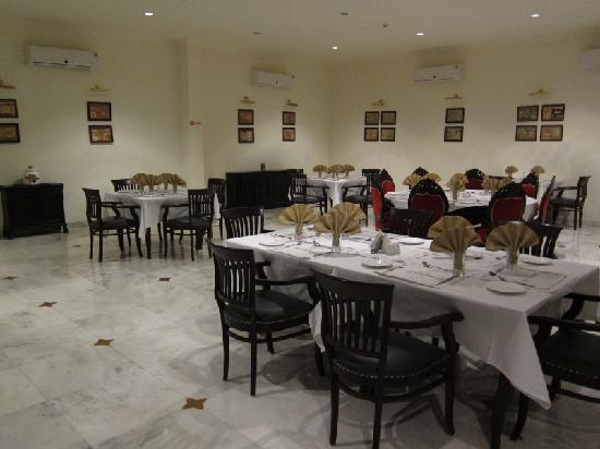 เดอะ ฮาโดทิ พาเลซ บันดิ: La salle du restaurant