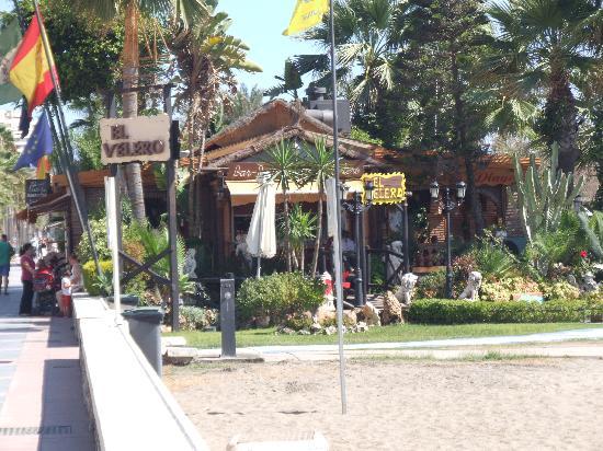 Chiringuito El Velero: Great beach location