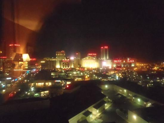 Sheraton Atlantic City Convention Center Hotel: Night view from the room