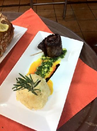 Platos Restaurant & Bar: skirt steak with mofongo de yuca