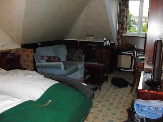 Hotel Garni Mittelweg: Eines unserer Zimmer - leider, nachdem wir unseren Krempel schon im Raum verteilt hatten.