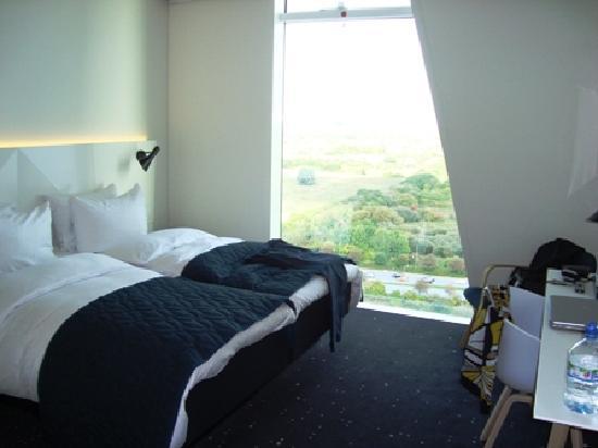 เบลลาสกายคอมเวล: meduim room 16th floor