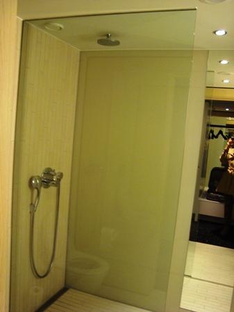 เบลลาสกายคอมเวล: bathroom