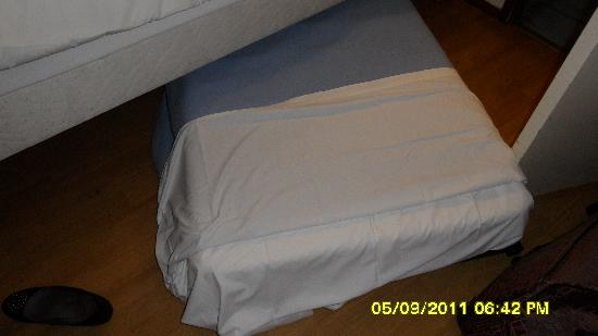 Campanile Lille Nord - Roubaix : The Roll away third bed
