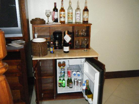 Sandals Grande Antigua Resort & Spa: Booze in room