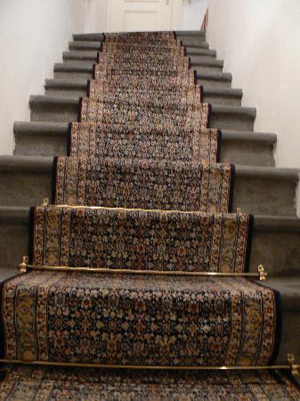 โฮเต็ล แอนทิค: The stairs--yes they ARE that uneven