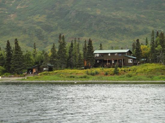 Alaska's Bearclaw Lodge: The lodge on the lake