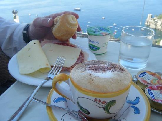 โรงแรมวิลล่ากาบริสซา: Breakfast