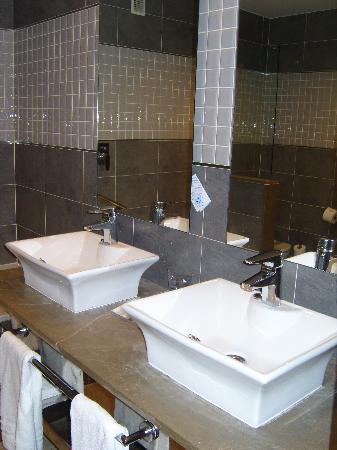 Holiday Polynesia: Hotel Room Bathroom