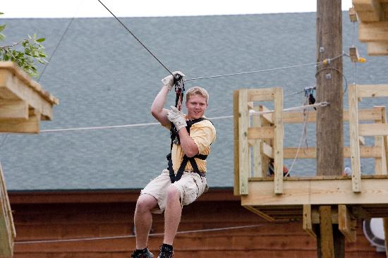 Hope Lake Lodge & Conference Center: ZipLine at the Adventure Center