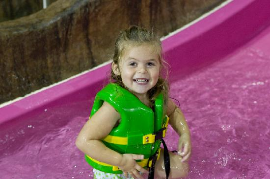 Hope Lake Lodge & Conference Center: Enjoying Cascades Indoor Waterpark