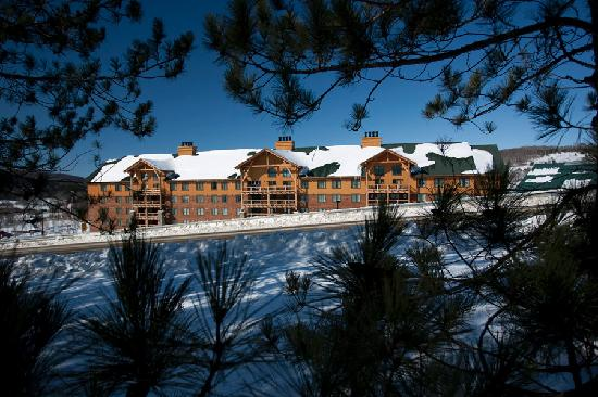 Hope Lake Lodge & Conference Center: Winter View Hope Lake Lodge