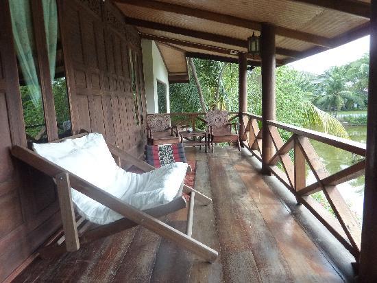 บ้านไทยเฮาส์: Thai Villa - the porch