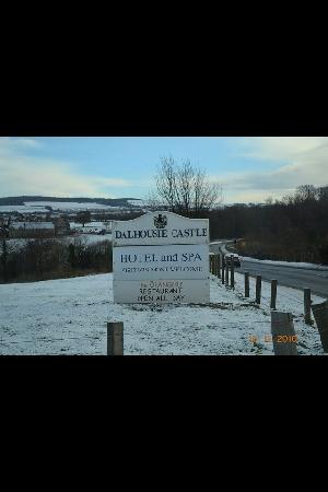 Dalhousie Castle: sign