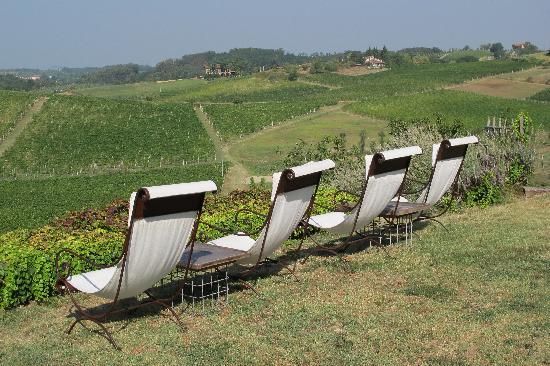 Albergo L'Ostelliere Villa Sparina Resort: Riposando di fronte alle colline