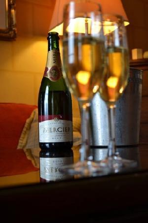 Dalhousie Castle: champagne
