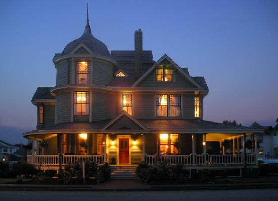 Williams Cottage Inn: Peaceful. Calm.  50 Yards From the Beach!