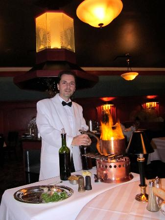 Le Continental: Our server and table-chef