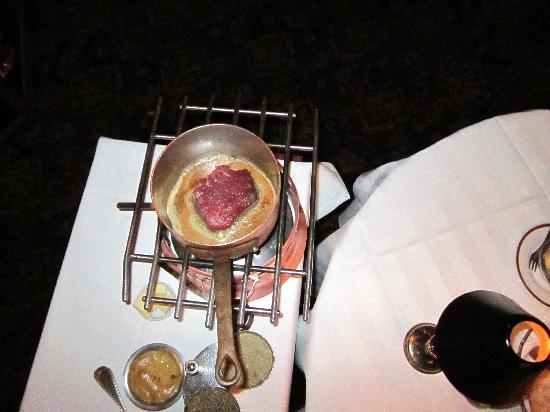 Le Continental: Table flambe preparation of the filet minion