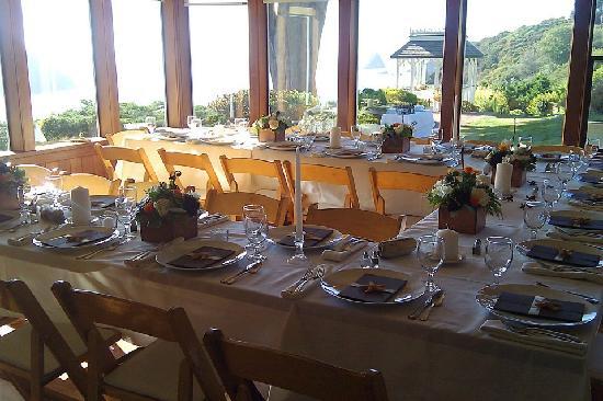 The Elk Cove Inn & Spa: dining room set for wedding dinner