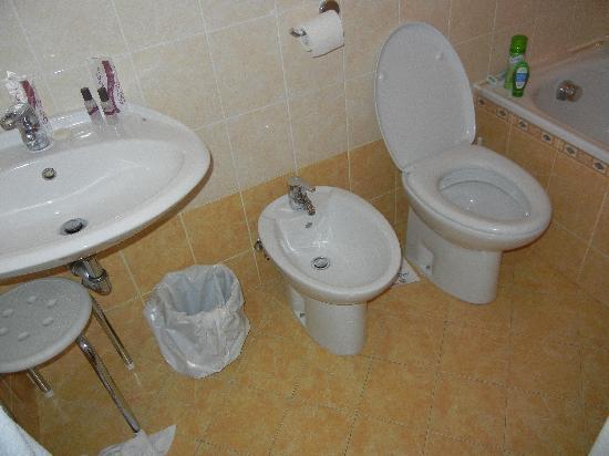 Hotel Scandinavia: Bathroom view #1