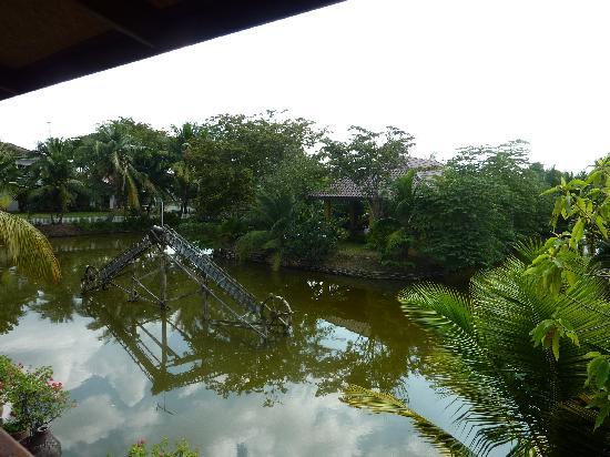 บ้านไทยเฮาส์: view from the porch
