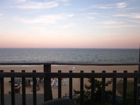 The Sea Grille @ Gurney's Inn: View from the restaurant deck at sunset