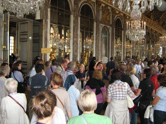 พระราชวังแวไซล์ส: Crowds in the Chateau