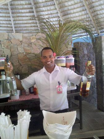 Majestic Elegance Punta Cana: Willy from the pool bar makes the best drinks in the whole place.