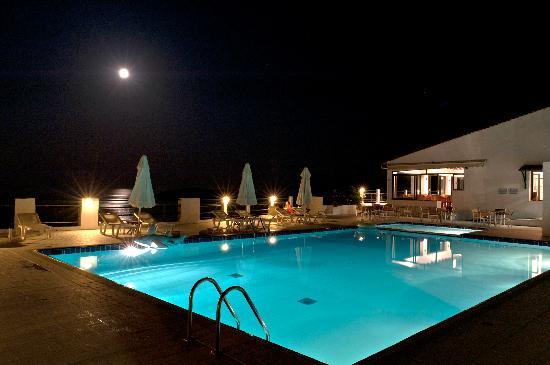 Skiathos Club Hotel Suites: the swimming-pool