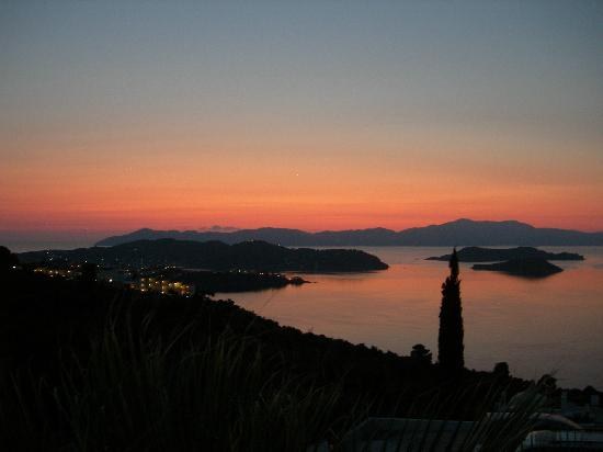 Skiathos Club Hotel Suites: sunset from our terrace