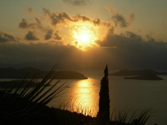 Skiathos Club Hotel Suites: sunrise from our window